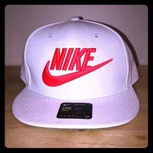 NIKE UNISEX SnapBack hat